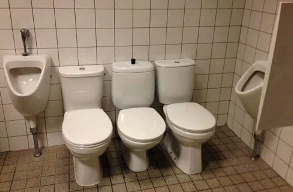 toiletts too close
